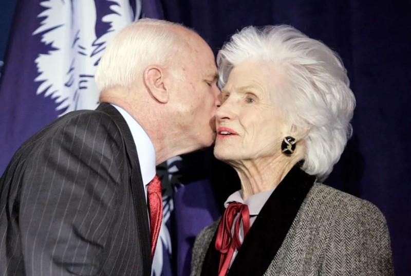 """""""ყველა დედისთვის მძიმეა შვილის დაკრძალვა"""" – ჯონ მაკკეინის 106 წლის დედა"""