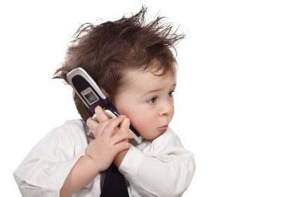 დირექტორმა დაურეკა თანამშრომელს, რომელიც სამსახურში არ გამოცხადდა. ტელეფონზე ბავშვმა უპასუხა…