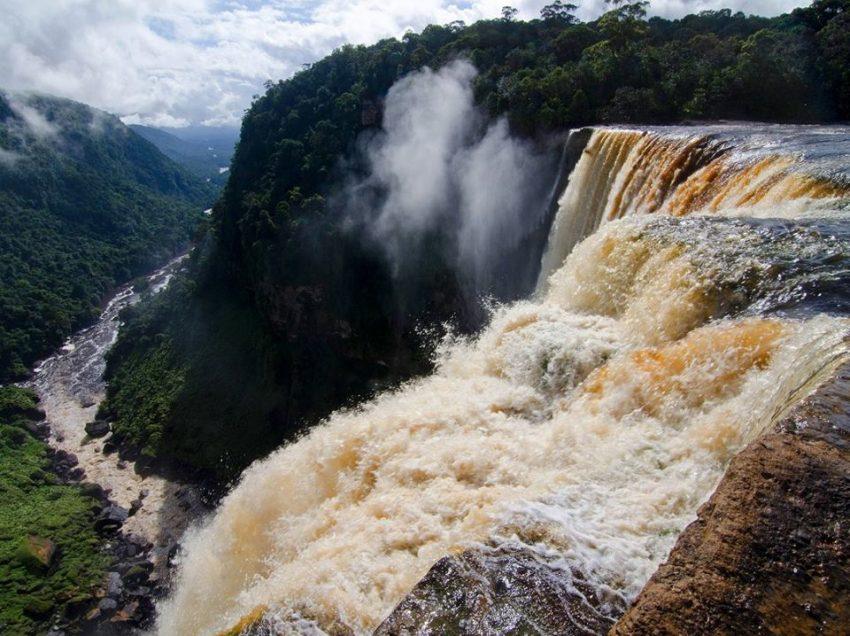 მსოფლიოს 10 ულამაზესი ჩანჩქერი (ფოტოკოლაჟი)