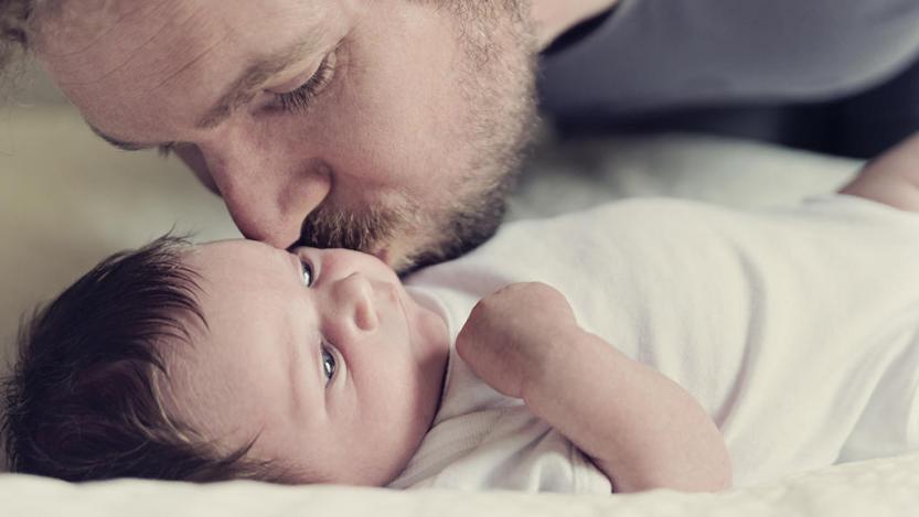 """მამობა არა """"ცოლის დახმარება"""", არამედ ბავშვისთვის მშობლობის გაწევაა"""