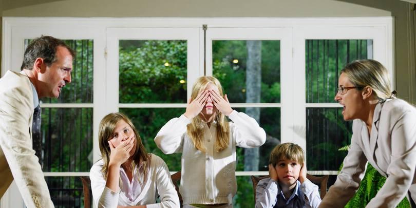 როცა მშობლები ერთად შვილების გამო რჩებიან – რა გავლენას ახდენს ასეთი ურთიერთობა ბავშვებზე?