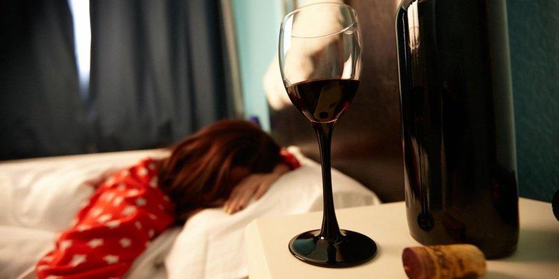 ახალი კვლევის შედეგად, თუ ძილის წინ წითელ ღვინოს დალევთ, წონაში მარტივად დაიკლებთ
