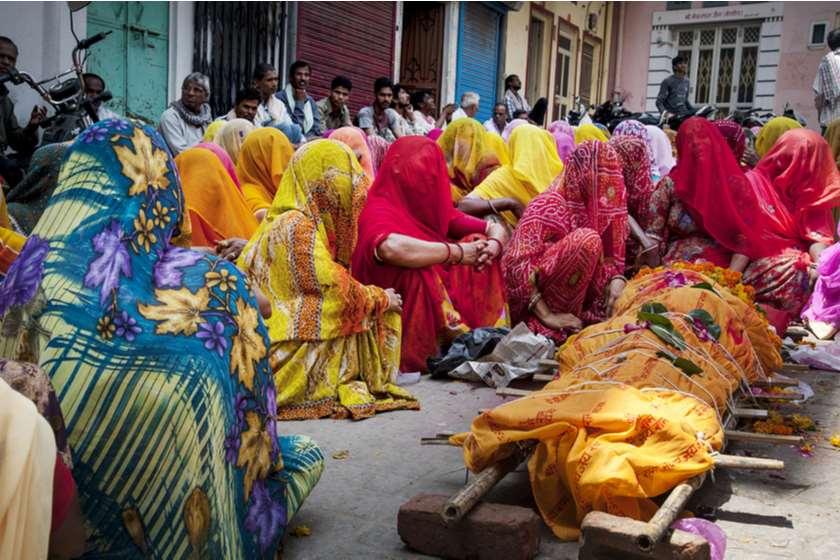 """ინდოეთში დაკრძალვის დღეს """"მიცვალებული"""" გონს მოვიდა"""
