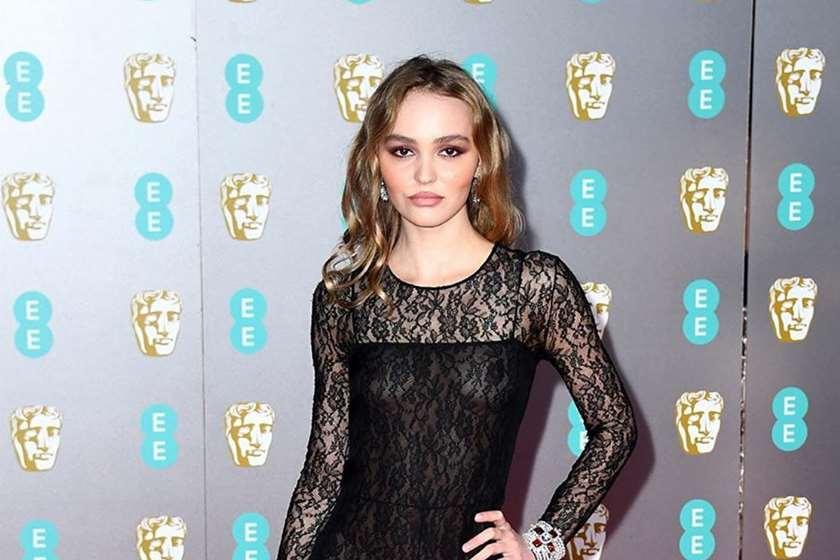 ჯონი დეპის ქალიშვილი BAFTA-ს დაჯილდოებაზე გამჭვირვალე კაბით მივიდა