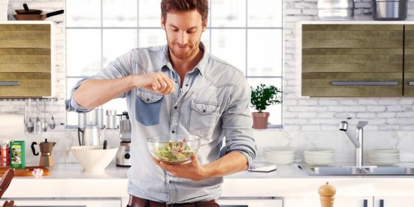 კვლევა – მამაკაცები, რომლებიც საჭმელს ამზადებენ და სახლის საქმეებს აკეთებენ, ქალებისთვის უფრო მომხიბვლელები არიან