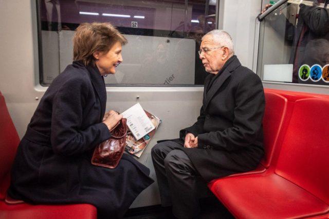 ავსტრიის პრეზიდენტი შვეიცარიის პრეზიდენტს ვენის მეტროში შეხვდა (ფოტო)