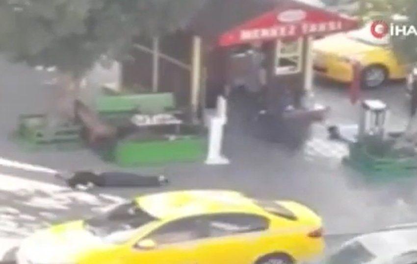 (VIDEO) თურქეთში ტაქსის მძღოლებმა მგზავრის გამო ერთმანეთი დახოცეს