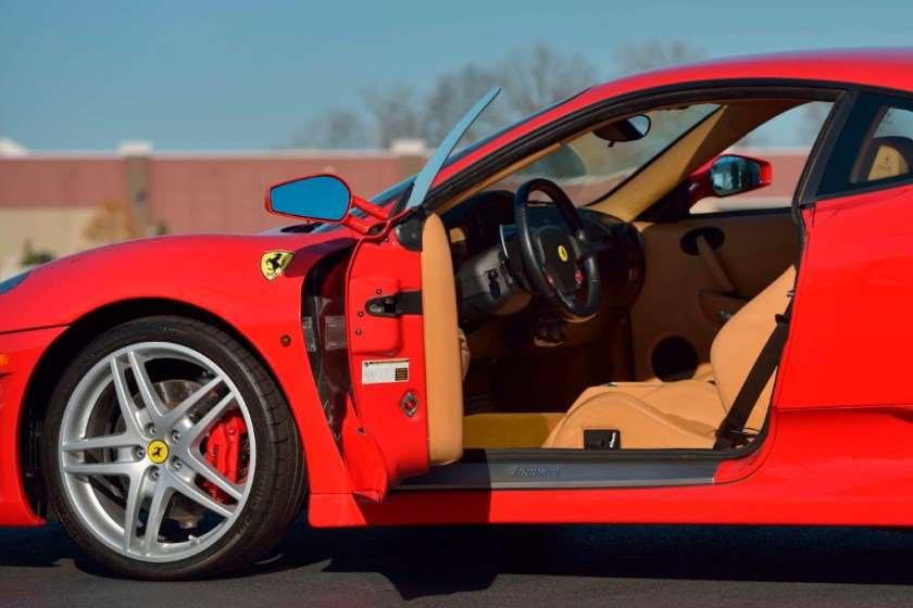 დონალდ ტრამპის Ferrari F430 აუქციონზე გაიყიდება