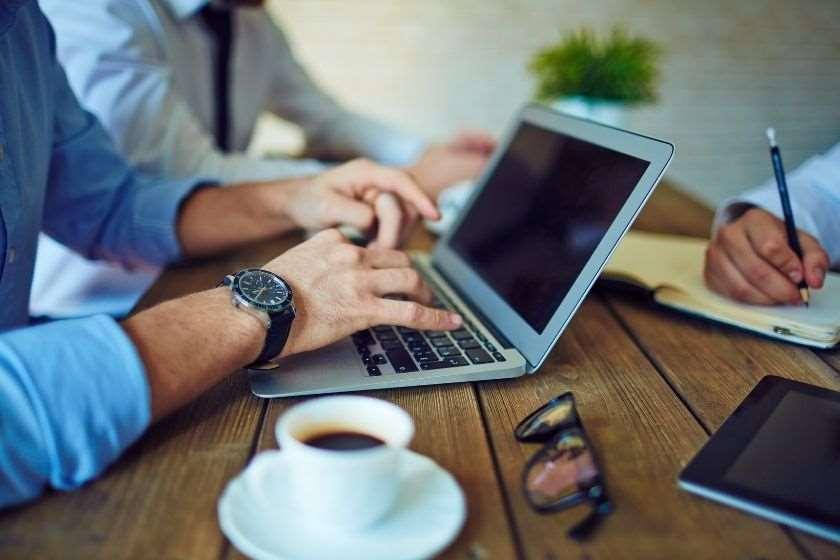 როგორ გავანაწილოთ დრო სწორად და ვკონცენტრირდეთ ხმაურიან სამუშაო გარემოში. ინსტრუქცია