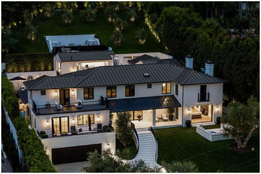 რიანამ ბევერლი ჰილზზე სახლი $13,8 მილიონად შეიძინა