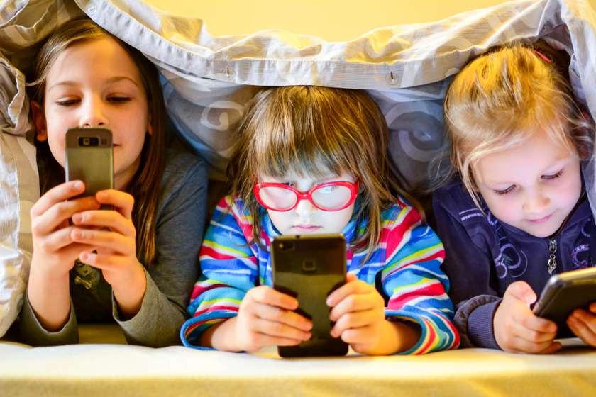 დღეში რამდენი საათი შეიძლება ბავშვმა ელექტრონული მოწყობილობები გამოიყენოს. UNICEF-ის კვლევა