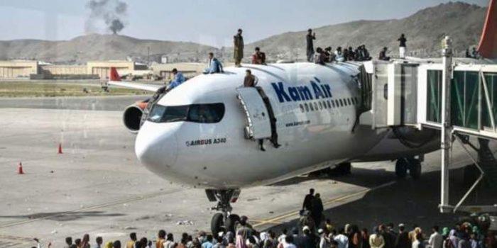 """""""თალიბანი"""" ავღანელებს ქაბულის აეროპორტში მისვლის საშუალებას აღარ აძლევს"""