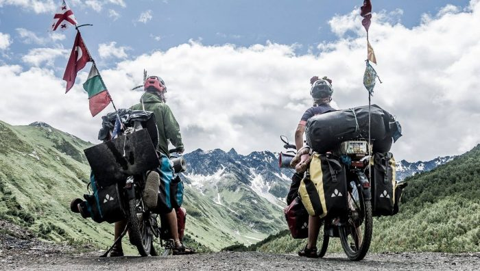 ველოსიპედით მსოფლიოს გარშემო – მოგზაურობიდან 2 წლის თავზე ისინი უკვე საქართველოში არიან