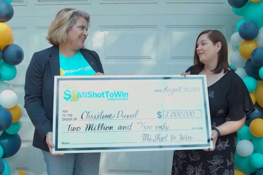 ამერიკელმა ქალმა ვაქცინირებულთათვის გამართულ ლატარიაში 2 მილიონი დოლარი მოიგო