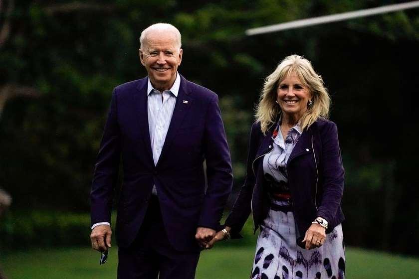 აშშ-ის პრეზიდენტი და პირველი ლედი კორონავირუსის საწინააღმდეგო ვაქცინის მესამე დოზის მიღებას აპირებენ