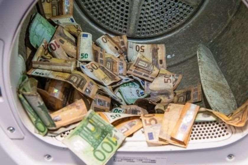 გერმანიის ბანკი წყალდიდობის დროს დაბინძურებულკუპიურებს ასუფთავებს